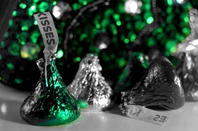 Green Christmas Kisses